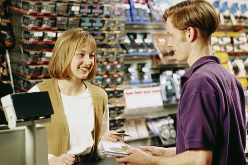 Продавец доволен. О его безопасности позаботились специалисты из компании Региональный стандарт. Охрана труда продавцов.